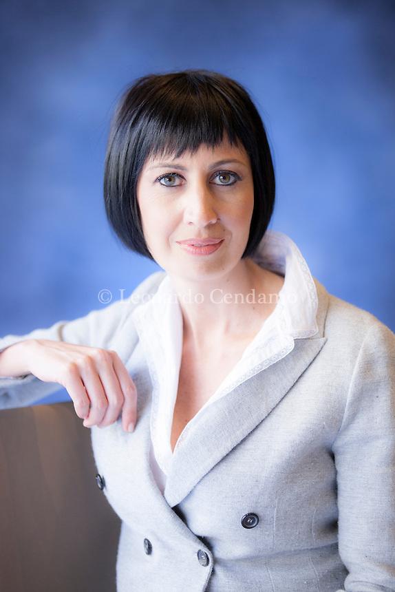 """Candida Morvillo, la giornalista, ex direttrice di Novella 2000, debutta con il romanzo """"Le stelle non sono lontane"""" pubblicato da Bompiani. Torino Salone del Libro, Maggio 2014. © Leonardo Cendamo"""