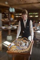 """Europe/France/Rhone-Alpes/74/Haute-Savoie/Chamonix: le chariot à fromages au restaurant de Pierre Carrier """"La Maison Carrier"""""""