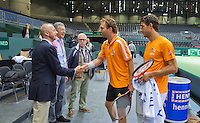 Switserland, Genève, September 16, 2015, Tennis,   Davis Cup, Switserland-Netherlands, Practise Dutch team, Martin Koek (L) and Rolf Thung of the Dutch tennis association greet Matwe Middelkoop and Jesse Huta Galung (R)<br /> Photo: Tennisimages/Henk Koster