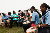 Some play at the drums and the others joins the rythm. Photo: Audun Ingebrigtsen / Scouterna