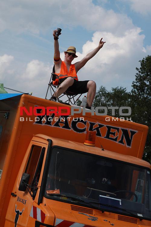 01.08.2013, Wacken, GER, W:O:A Wacken Open Air 2013, im Bild Sogar die Muellmaenner sind im Wackenstyle, Foto © nph / Kohring