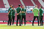 12.05.2018, OPEL Arena, Mainz, GER, 1.FBL, 1. FSV Mainz 05 vs SV Werder Bremen<br /> <br /> im Bild<br /> Marco Friedl (Werder Bremen #32), Jerome Gondorf (Werder Bremen #08), Max Kruse (Werder Bremen #10), Robert Bauer (Werder Bremen #04), Florian Kainz (Werder Bremen #07), Zlatko Junuzovic (Werder Bremen #16) bei Platzbegehung, <br /> <br /> Foto &copy; nordphoto / Ewert