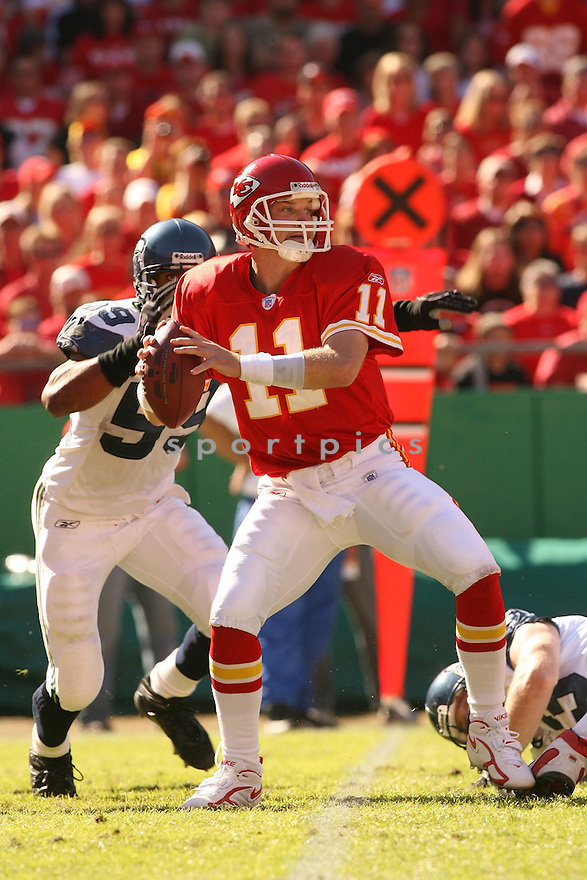 DAMON HUARD, of the Kansas City Chiefs in action against the Seattle Seahawks on October 29, 2006 in Kansas City, MO...Chiefs win 35-28..Kevin Tanaka/ SportPics