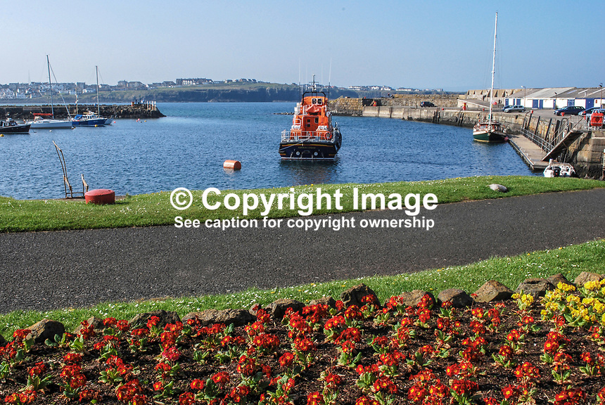 Harbour, Portrush, Co Antrim, N Ireland, UK, 200904192110..Copyright Image from Victor Patterson, 54 Dorchester Park, Belfast, UK, BT9 6RJ..Tel: +44 28 9066 1296.Mob: +44 7802 353836.Voicemail +44 20 8816 7153.Skype: victorpattersonbelfast.Email: victorpatterson@mac.com.Email: victorpatterson@ireland.com (back-up)..IMPORTANT: If you wish to use this image or any other of my images please go to www.victorpatterson.com and click on the Terms & Conditions. Then contact me by email or phone with the reference number(s) of the image(s) concerned.