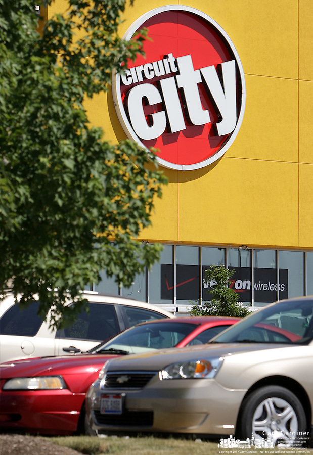 A Circuit City store bustles with activity Monday, June 20, 2007 in Columbus, Ohio.
