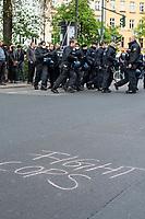 """Trotz Corona-Versammlungseinschraenkung gingen am 1. Mai 2020 in Berlin 3.000 Menschen in Berlin-Kreuzberg auf die Strasse. Sie protestierten u.a. fuer die Aufnahme von Gefluechteten aus den ueberfuellten griechischen Fluechtlingslagern und die Unterstuetzung von Automobilkonzernen wegen der Corona-Krise.<br /> Im Bild: Auf die Strasse wurde mit Kreide der Schriftzug """"Fight Cops"""" geschrieben.<br /> 1.5.2020, Berlin<br /> Copyright: Christian-Ditsch.de<br /> [NUR FUER REDAKTIONELLE ZWECKE! Werbung nur auf Anfrage beim Fotografen. Inhaltsveraendernde Manipulation des Fotos nur nach ausdruecklicher Genehmigung des Fotografen. Vereinbarungen ueber Abtretung von Persoenlichkeitsrechten/Model Release der abgebildeten Person/Personen liegen nicht vor. NO MODEL RELEASE! Don't publish without copyright Christian-Ditsch.de, Veroeffentlichung nur mit Fotografennennung, sowie gegen Honorar, MwSt. und Beleg. Konto: I N G - D i B a, IBAN DE58500105175400192269, BIC INGDDEFFXXX, Kontakt: post@christian-ditsch.de<br /> Bei der Bearbeitung der Dateiinformationen darf die Urheberkennzeichnung in den EXIF- und  IPTC-Daten nicht entfernt werden, diese sind in digitalen Medien nach §95c UrhG rechtlich geschuetzt. Der Urhebervermerk wird gemaess §13 UrhG verlangt.]"""