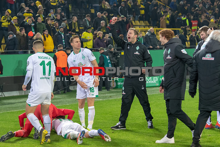 05.02.2019, Signal Iduna Park, Dortmund, GER, DFB-Pokal, Achtelfinale, Borussia Dortmund vs Werder Bremen<br /> <br /> DFB REGULATIONS PROHIBIT ANY USE OF PHOTOGRAPHS AS IMAGE SEQUENCES AND/OR QUASI-VIDEO.<br /> <br /> im Bild / picture shows<br /> <br /> Jubel Jiri Pavlenka (Werder Bremen #01) und Max Kruse (Werder Bremen #10) Niklas Moisander (Werder Bremen #18) erschrocken vom Jubel Florian Kohfeldt (Trainer SV Werder Bremen)<br /> Foto © nordphoto / Ewert
