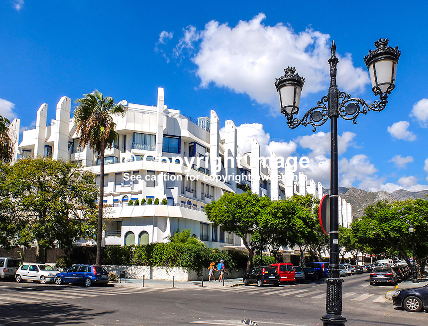 Luxury apartment building short distance from the promenade in Marbella, Malaga Province, Spain, 29th September 2016, 201609292801<br />