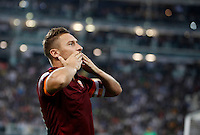 Calcio, Serie A: Juventus vs Roma. Torino, Juventus Stadium, 5 ottobre 2014. <br /> Roma forward Francesco Totti blows kisses to fans after scoring on a penalty kick during the Italian Serie A football match between Juventus and AS Roma at Turin's Juventus Stadium, 5 October 2014.<br /> UPDATE IMAGES PRESS/Isabella Bonotto