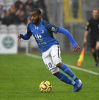 20181124 - LENS , FRANCE : Grenoble's Youssouf M'Changama pictured during the soccer match between Racing Club de LENS and Grenoble Foot 38, on the 15th  matchday in the French Dominos pizza Ligue 2 at the Stade Bollaert Delelis stadium , Lens . Saturday 24 Novembre 2018 . PHOTO DIRK VUYLSTEKE | SPORTPIX.BE