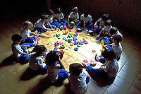 Crianças em escola, São Paulo. 1986. Foto de Daniel Augusto Jr.