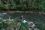 25 noviembre 2014. Otilia Cuzbo lava la ropa en el r&iacute;o Canlich porque no tiene agua en casa. En Cob&aacute;n (Guatemala) la hidroel&eacute;ctrica espa&ntilde;ola Renace se ha instalado con amenazas a la poblaci&oacute;n y falsas promesas de desarrollo para la zona. La compa&ntilde;&iacute;a tambi&eacute;n ha prohibido el acceso al r&iacute;o Cahab&oacute;n para miles de personas y no ha respetado la estrecha relaci&oacute;n de los indios mayas con el medio ambiente. Renace es una empresa guatemalteca, pero ha dado el contrato de la construcci&oacute;n de la hidroel&eacute;ctrica a la empresa espa&ntilde;ola Cobra (FCC). El proyecto ha dividido a la poblaci&oacute;n entre partidarios y detractores. &copy;Calamar2/ Pedro ARMESTRE<br /> <br /> <br /> Otilia Cuzbo washes the clothes in the Canlinch river because she doesn&rsquo; t have water at home. In Coban, place located in Guatemala, the hydroelectric Renace has been installed with threats to the population and false promises of development for the area. The company has also forbidden the access to the river for thousands of people and has no respected the close relationship of the Maya Indians with environment. Renace is a Guatemaltecan company but has given the contract of the  construction of the hydroelectric to the spanish company Cobra. The project has divided the population and has caused riots. The project has very close families that live in extrem poverty. They are people that leave close to the hydroelectric but they don&rsquo; t have electricity at home. &copy;Calamar2/ Pedro ARMESTRE