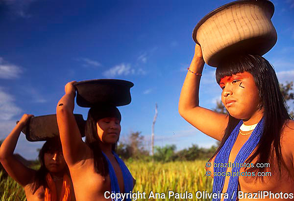 Mehinako Indigenous People, Xingu, Amazon rain forest, Brazil.