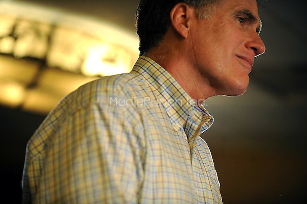 Republican presidential candidate Mitt Romney addresses supporters during at the Stoney Creek Inn during the Iowa Caucuses. December 31, 2011 in Sioux City, Iowa. © mpi01 / MediaPunch Inc.