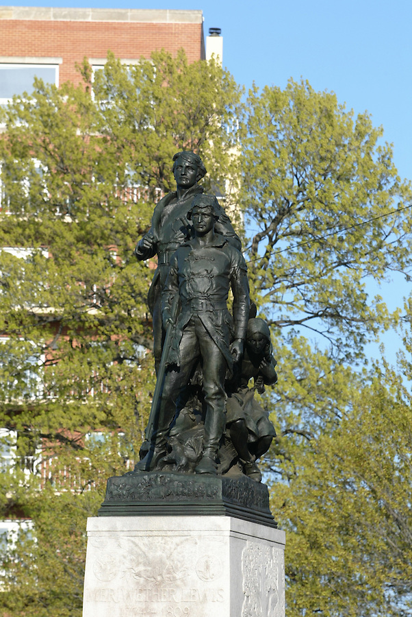 lewis and clark statue history