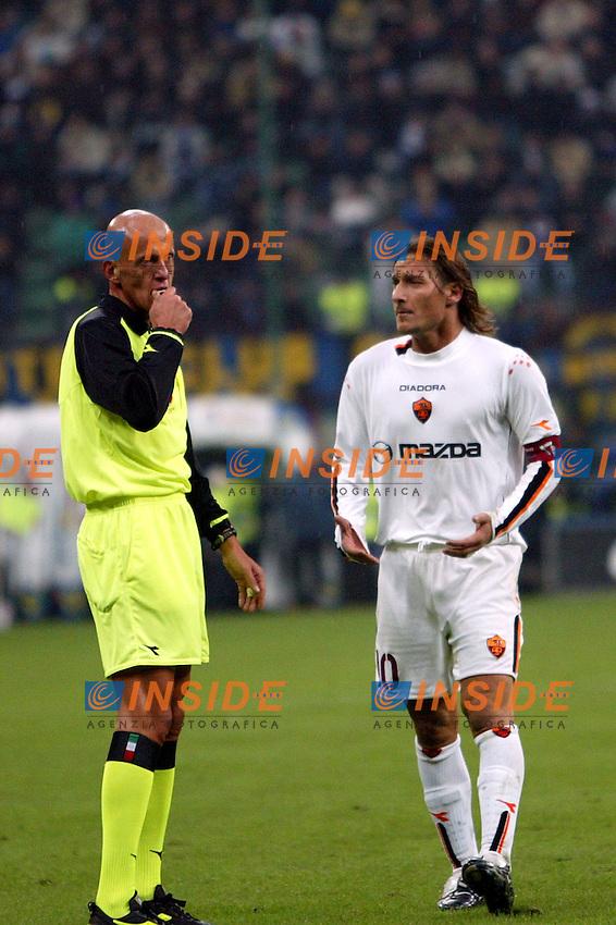 Milano 26/10/2003 <br /> Inter Roma 0-0 <br /> Pierluigi Collina e Francesco Totti<br /> Foto Andrea Staccioli / Insidefoto