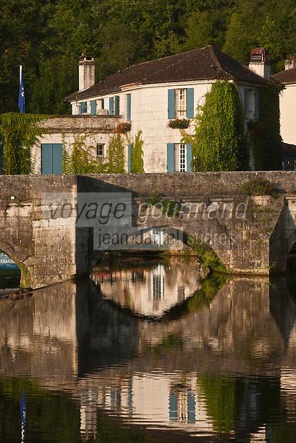 Europe/France/Aquitaine/24/Dordogne/Brantome: Pont et Moulin de L'Abbaye: Cet ancien moulin du XVIe siècle, baigné par les eaux de la Dronne a été transformé en Hôtel-Restaurant de charme
