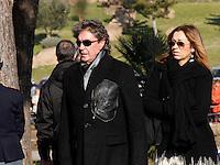 Stefano D'orazio  partecipa ai funerali  di  Pino Daniele al santuario del divino amore di Roma