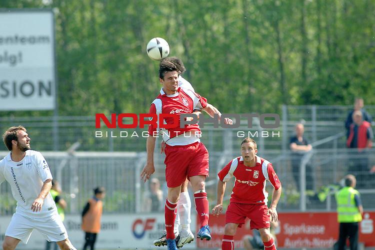 3. FBL 2008/2009 33. Spieltag RŁckrunde <br /> BSV Kickers Emden vs. FC Rot-WeiŖ Erfurt, <br /> <br /> Massimo Cannizzaro (Erfurt #9) gegen Andi N&scaron;gelein (Emden #22) , <br /> <br /> Foto &copy; nph (nordphoto)