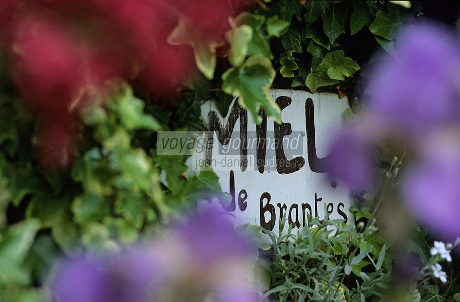 Europe/France/84 /Vaucluse/Brantes: Panneau signalant la vente de Miel du village