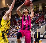 Jarelle REISCHEL (#5 Telekom Baskets Bonn) \Owen KLASSEN (#5 MHP Riesen Ludwigsburg) \ beim Spiel in der Basketball Bundesliga, MHP Riesen Ludwigsburg - Telekom Baskets Bonn.<br /> <br /> Foto &copy; PIX-Sportfotos *** Foto ist honorarpflichtig! *** Auf Anfrage in hoeherer Qualitaet/Aufloesung. Belegexemplar erbeten. Veroeffentlichung ausschliesslich fuer journalistisch-publizistische Zwecke. For editorial use only.