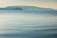 Segelbåtar för segel på Kalvfjärden i Tyresö skärgården