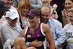 11.09.2011, Flushing Meadows, New York, USA, WTA Tour, US Open, Finale im einzel der Damen, im Bild SAMANTHA STOSUR (AUS) nach ihrem Turniersieg // during WTA Tour US Open tennis tournament at Flushing Meadows, women singles final, New York, USA on 11/09/2011. EXPA Pictures © 2011, PhotoCredit: EXPA/ Newspix/ Marek Janikowski +++++ ATTENTION - FOR AUSTRIA/(AUT), SLOVENIA/(SLO), SERBIA/(SRB), CROATIA/(CRO), SWISS/(SUI) and SWEDEN/(SWE) CLIENT ONLY +++++