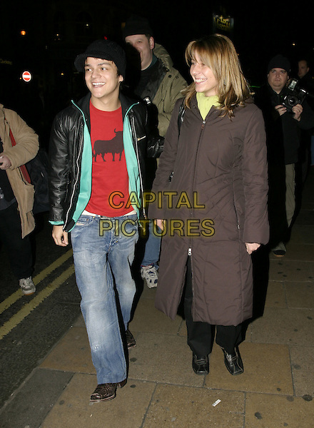 "JAMIE CULLUM.""A Life in Theatre"" press night,.Apollo Theatre, Shaftesbury Avenue, London,.February 2nd 2005..full length red t-shirt bull hat.Ref: AH.www.capitalpictures.com.sales@capitalpictures.com.©Capital Pictures."