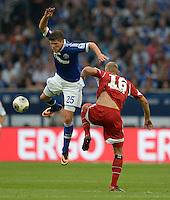 FUSSBALL   1. BUNDESLIGA   SAISON 2013/2014   1. SPIELTAG FC Schalke 04 - Hamburger SV          11.08.2013 Klaas Jan Huntelaar (li, FC Schalke 04) gegen Lasse Sobiech (re, Hamburger SV)
