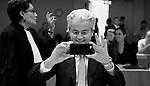 24-10-2017,  Portret PVV lijsttrekker Geer Wilders, Far Right party lader , in de extra beveiligde rechtszaal van het justitieel complex op schiphol. Rechtszaak 'Meer of Minder&quot; uitspraak. Gert Jan Knoops, advocaat, portret, portretten, , iPhone, twitter, foto, rechters, hof, rechtszaak, <br /> foto Michael Kooren
