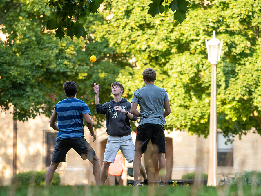 August 28, 2019; Students play Spikeball on south quad. (Photo by Matt Cashore/University of Notre Dame)