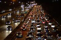 SAO PAULO, SP, 19 DE JULHO DE 2013 – TRÂNSITO EM SÃO PAULO: Trânsito lento na Av. 23 de Maio sentido centro próximo ao Parque do Ibirapuera, zona sul de São Paulo na tarde desta sexta feira (19). FOTO: LEVI BIANCO - BRAZIL PHOTO PRESS.