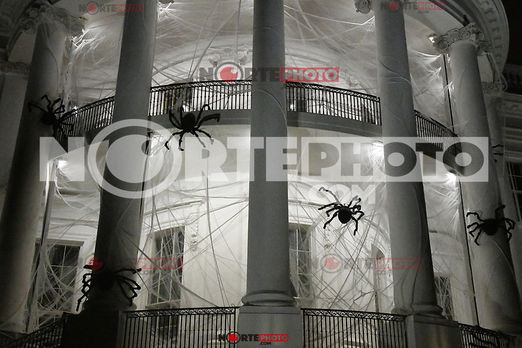 The South Portico of the White House is covered in decorations for Halloween, October 28, 2017 in Washington, DC. <br /> Credit: Olivier Douliery / Pool via CNP /MediaPunch /NortePhoto.com