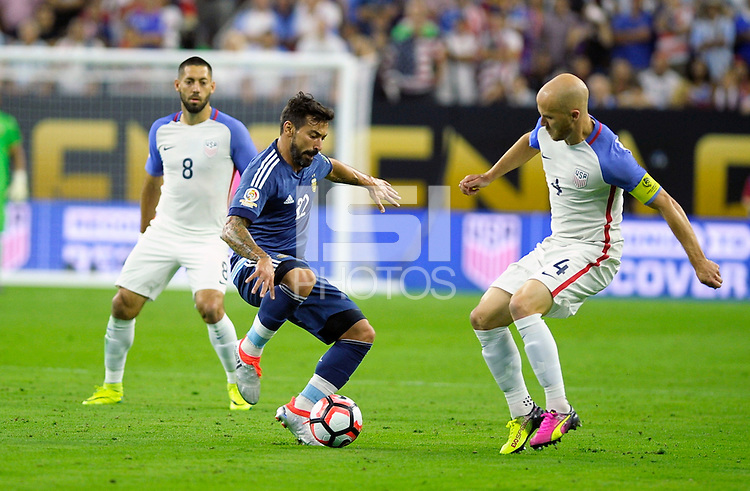 Action photo during the match Unitred States vs Argentina, Corresponding to the Semifinals of the America Cup Centenary 2016 at NRG Stadium.<br /> <br /> Foto  de accion durante el partido Estados Unidos vs Argentina, Correspondiente a la Semifinal de la Copa America Centenario 2016, en el Estadio NRG, en la foto: (i-d) Ezequiel Lavezzi de Argentina y Michael Bradley de USA<br /> <br /> <br /> 21/06/2016/MEXSPORT/PHOTOGAMMA/Javier Gonzalez.