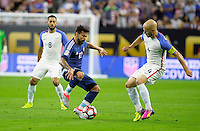 Action photo during the match Unitred States vs Argentina, Corresponding to the Semifinals of the America Cup Centenary 2016 at NRG Stadium.<br /> <br /> Foto  de accion durante el partido Estados Unidos vs Argentina, Correspondiente a la Semifinal de la Copa America Centenario 2016, en el Estadio NRG, en la foto: (i-d) Ezequiel Lavezzi de Argentina y Michael Bradley de USA<br /> <br /> <br /> 21/06/2016/MEXSPORT/PHOTOGAMMA/Javier Gonzalez.
