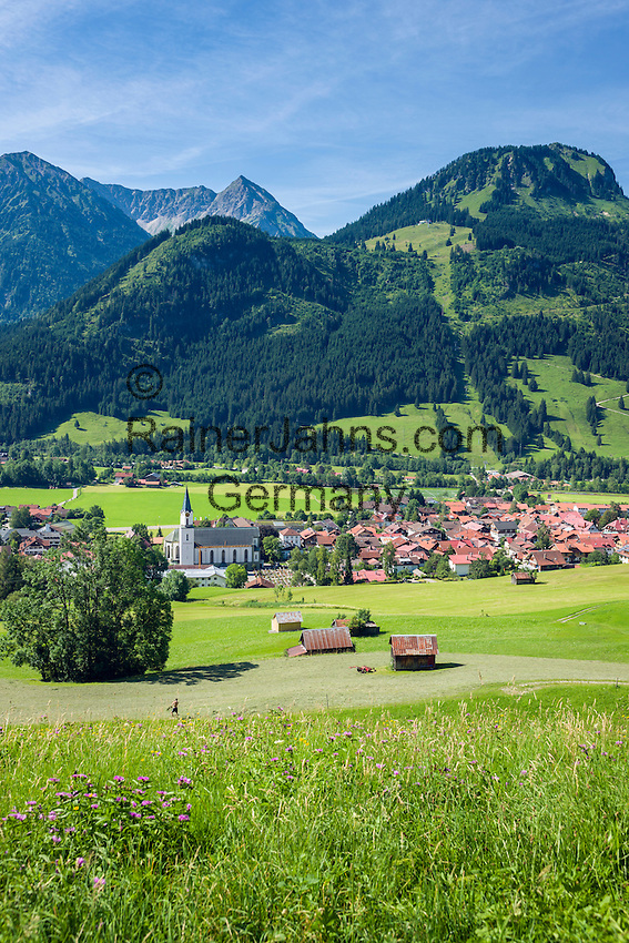Germany, Bavaria, Swabia, Upper Allgaeu, resort Bad Hindelang in Ostrach Valley with Breitenberg mountain (1.887 m) and Imberger Horn (1.656 m)   Deutschland, Bayern, Schwaben, Oberallgaeu, Bad Hindelang im Ostrachtal vorm Breitenberg (1.887 m) und Imberger Horn (1.656 m)