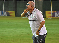 MONTERIA - COLOMBIA, 01-05-2019: Oscar Upegui técnico de Jaguares gesticula durante el partido por la fecha 19 de la Liga Águila I 2019 entre Jaguares de Córdoba F.C. y La Equidad jugado en el estadio Jaraguay de la ciudad de Montería. / Oscar Upegui coach of Jaguares gestures during match for the date 19 as part Aguila League I 2019 between Jaguares de Cordoba F.C. and La Equidad played at Jaraguay stadium in Monteria city. Photo: VizzorImage / Andres Felipe Lopez / Cont