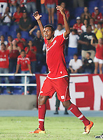 CALI -COLOMBIA-08-09-2013. Paulo Cesar Arango del América celebra un gol durante el partido entre América de Cali y Llaneros válido por la fecha 11 del Torneo Postobón II 2013 en el estadio Pacual Guerrero./ Player of America Paulo Cesar Arango celebrates a goal during the match between America de Cali and Llaneros valid for the 11th date of Postobon Tournament II 2013 at Pascual Guerrero stadium. Photo: VizzorImage/Juan C. Quintero/STR