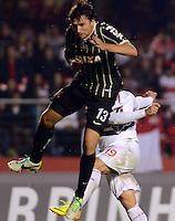 SAO PAULO SP, 03 Julho 2013 - Sao Paulo  X Corinthians.   Lance com   Paulo Andre durante primeira partida da final da recopa sulamericana  de 2013  no Estadio do Morumbi em  Sao Paulo, nesta quarta , 03. (FOTO: ALAN MORICI / BRAZIL PHOTO PRESS).