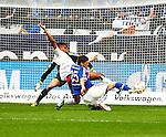 Duitsland, Gelsenkirchen, 28 april  2013.Seizoen 2012-2013.Bundersliga.FC Schalke 04 - Hamburger SV.Klaas Jan Huntelaar schiet de bal op doel