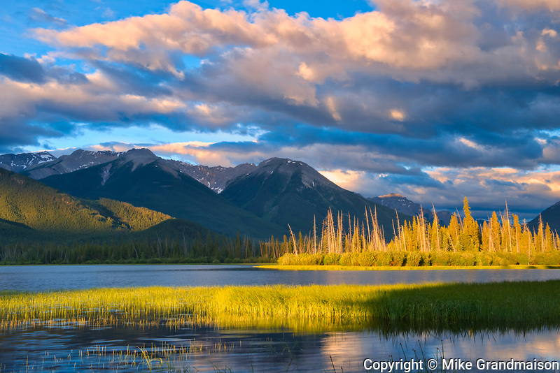 The Sundance Range and Vermillion Lakes at sunrise<br />