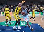 10.02.2019, ÖVB Arena, Bremen, GER, easy Credit-BBL, Eisbären Bremerhaven vs EWE Baskets Oldenburg, im Bild<br /> <br /> Darious MOTEN ( Eisbären Bremerhaven #15 )<br /> Rasid MAHALBASIC (EWE Baskets Oldenburg #24 )<br /> Foto © nordphoto / Rojahn