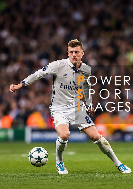 Toni Kroos of Real Madrid in action during the 2016-17 UEFA Champions League match between Real Madrid and Borussia Dortmund at the Santiago Bernabeu Stadium on 07 December 2016 in Madrid, Spain. Photo by Diego Gonzalez Souto / Power Sport Images
