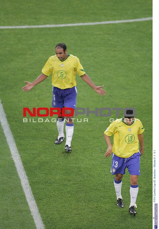 FIFA Confederations Cup 2005<br /> <br /> Brasilien - Mexiko 0:1<br /> <br /> Emerson (hinten) und Cicinho gehen in die Pause.<br /> <br /> <br /> Foto &copy; nordphoto <br /> <br /> <br /> <br />  *** Local Caption *** Foto ist honorarpflichtig! zzgl. gesetzl. MwSt.<br />  Belegexemplar erforderlich<br /> Adresse: nordphoto<br /> Georg-Reinke-Strasse 1<br /> 49377 Vechta