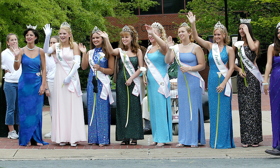 Beauty queens from all the surrounding counties as well as Miss Virginia, far left, wave to spectators at the start of the 2003 Dogwood Parade held in Charlottesville, Va. photo/Andrew Shurtleff/The Daily Progress..dogwood festival parade beauty queens