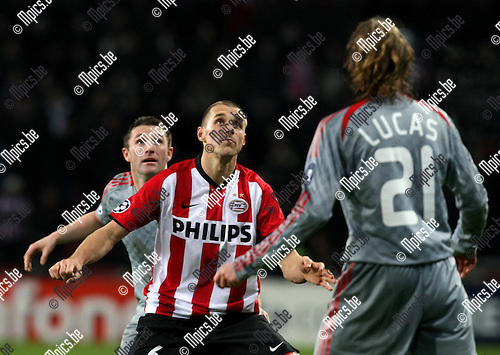 2008-12-08 / UEFA Champions league / PSV - FC Liverpool / Robbie Keane (Liv) with Timmy Simons (PSV)..Picture by Maarten Straetemans (SMB)