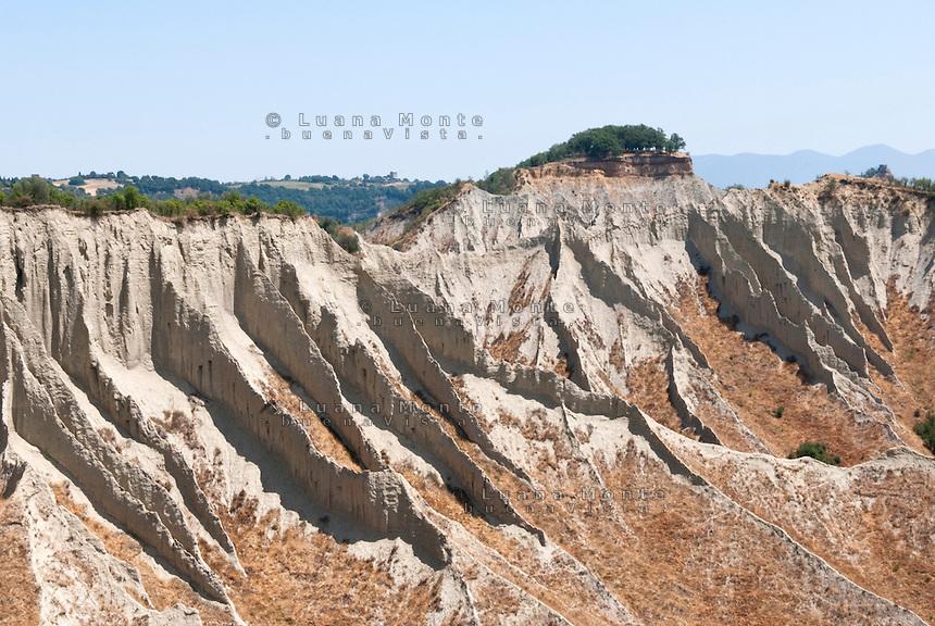 Valle dei Calenchi. Il processo di erosione delle argille. Civita di Bagnoregio, 11 luglio 2012...