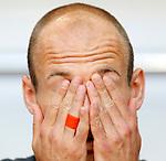 Nederland, Amsterdam, 26 mei 2012.Oefeninterland .Nederland-Bulgarije.Arjen Robben van Nederland wrijft in zijn ogen