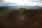 """Reserve naturelle des Nouragues. .Le site Inselberg est le """"coeur historique"""" de la station des Nouragues. Il doit son nom à la colline granitique qui culmine à 411 mètres et au pied duquel est installée la station."""