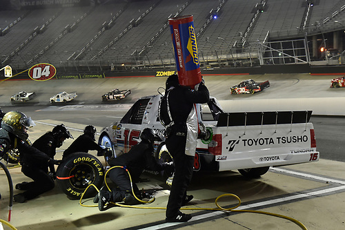 #16: Brett Moffitt, Hattori Racing Enterprises, Toyota Tundra Otics USA Inc./Toyota Tsusho, makes a pit stop.